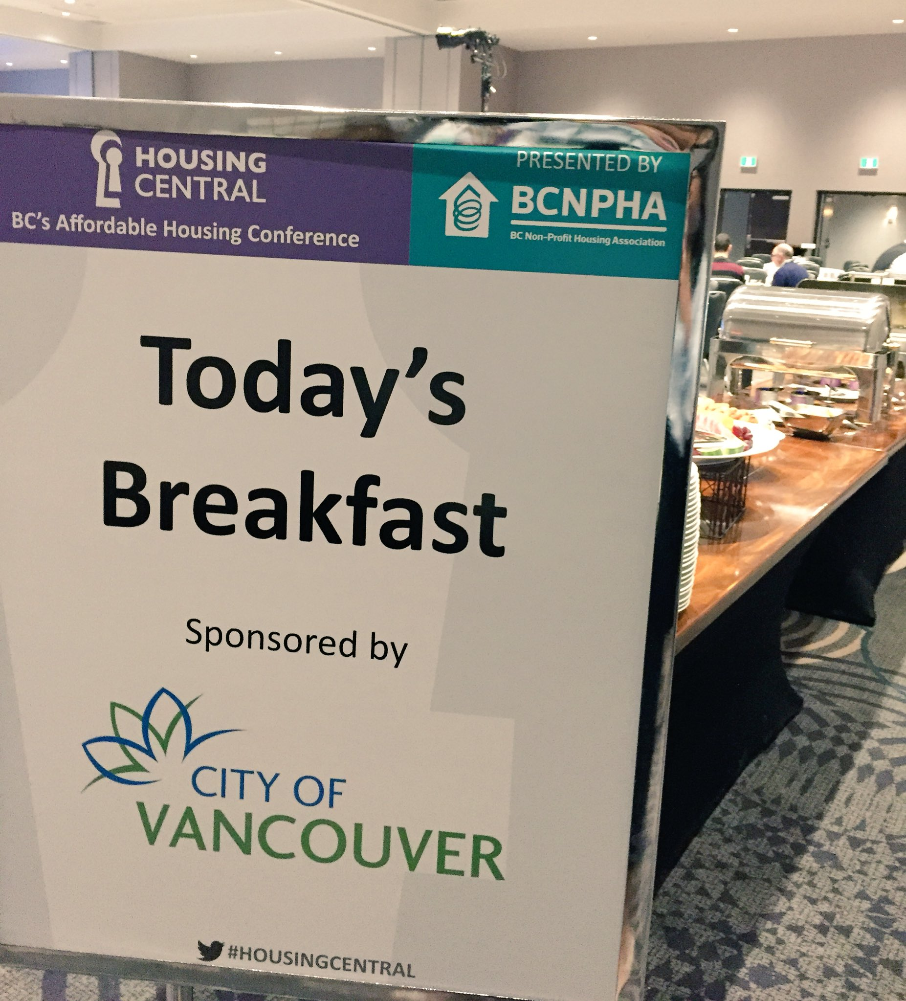 Thank you to Platinum Sponsor @CityofVancouver for sponsoring this morning's #HousingCentral breakfast! https://t.co/3hkGCUS3AB