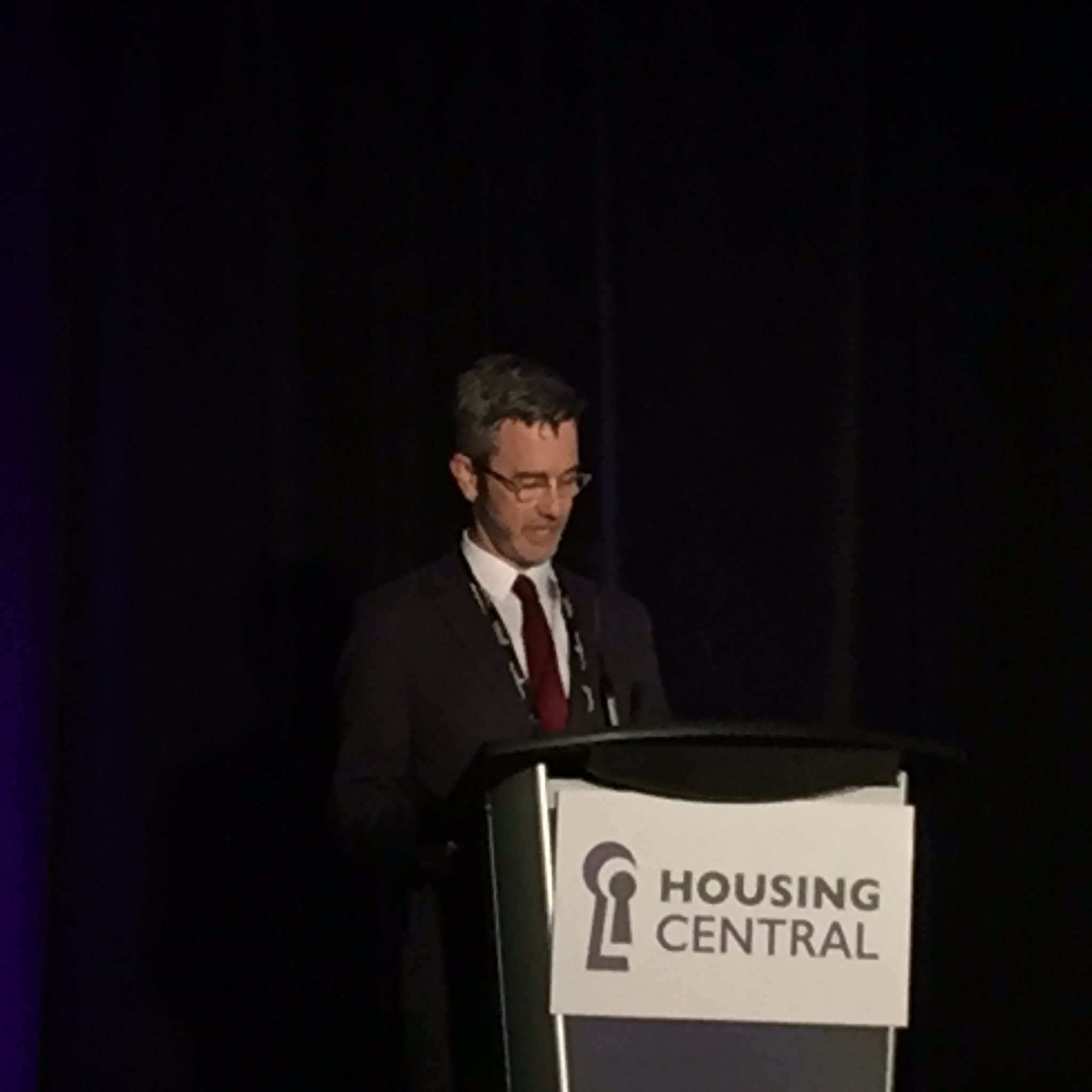 Scott Jackson @CHFCanada speaking about @RooftopsCanada at #HousingCentral https://t.co/NPaEA8Hr7e