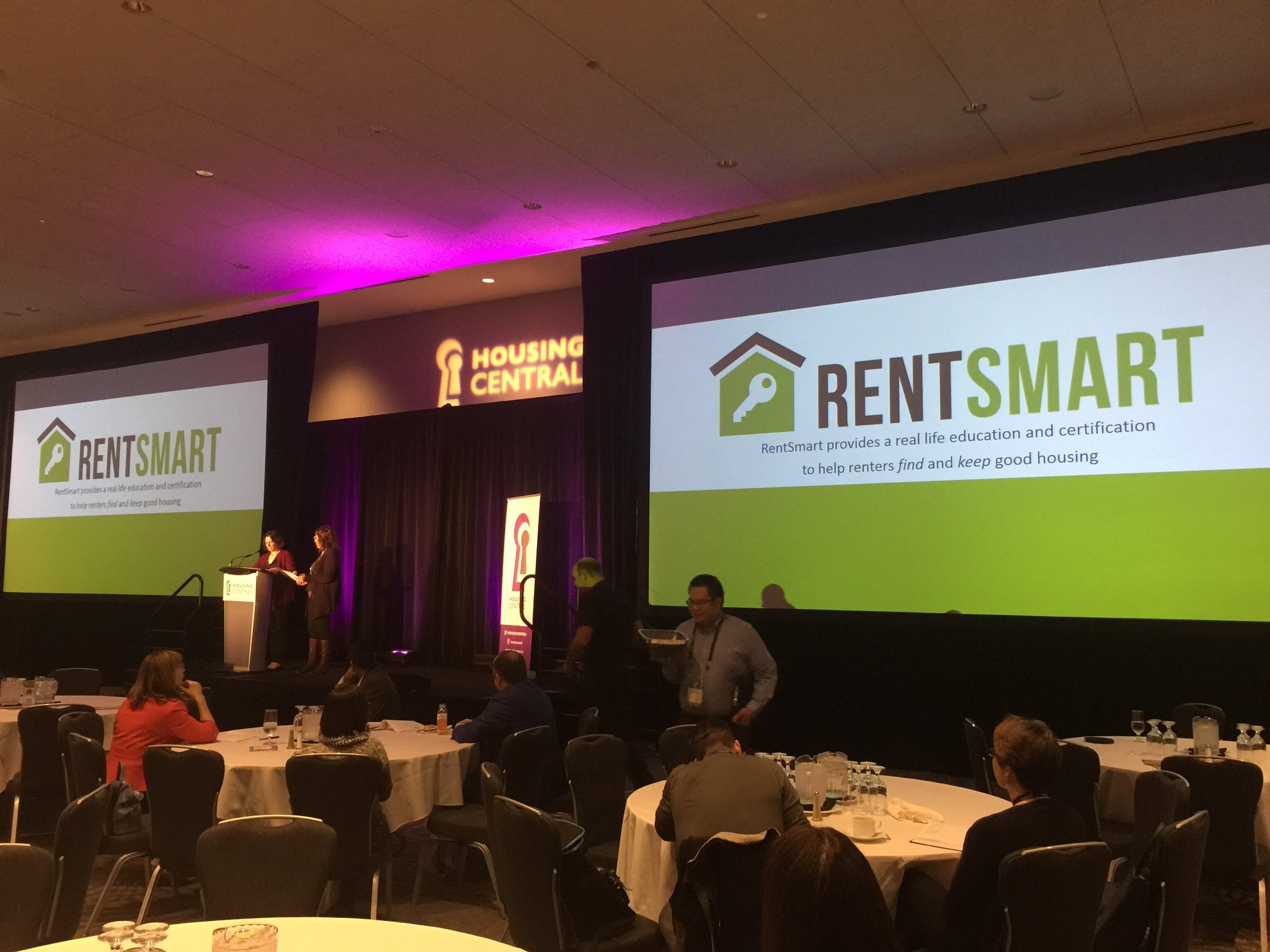 Ready to Rent presenting @BCNPHA #HousingCentral. @EdmontonCRHC proud to partner in AB. #itstartswithhome https://t.co/f7lsfsniQx