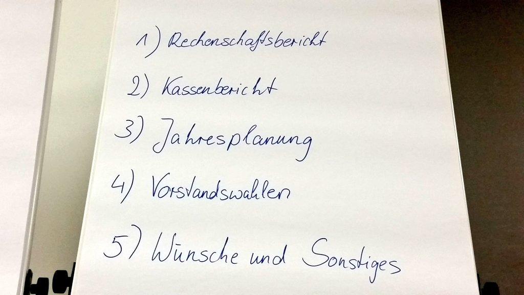 Im Blauen Saal des Kongresszentrums Münster startet nun unsere Mitgliederversammlung. Kommt vorbei! :) #bdk16 https://t.co/aRthMfQwEC