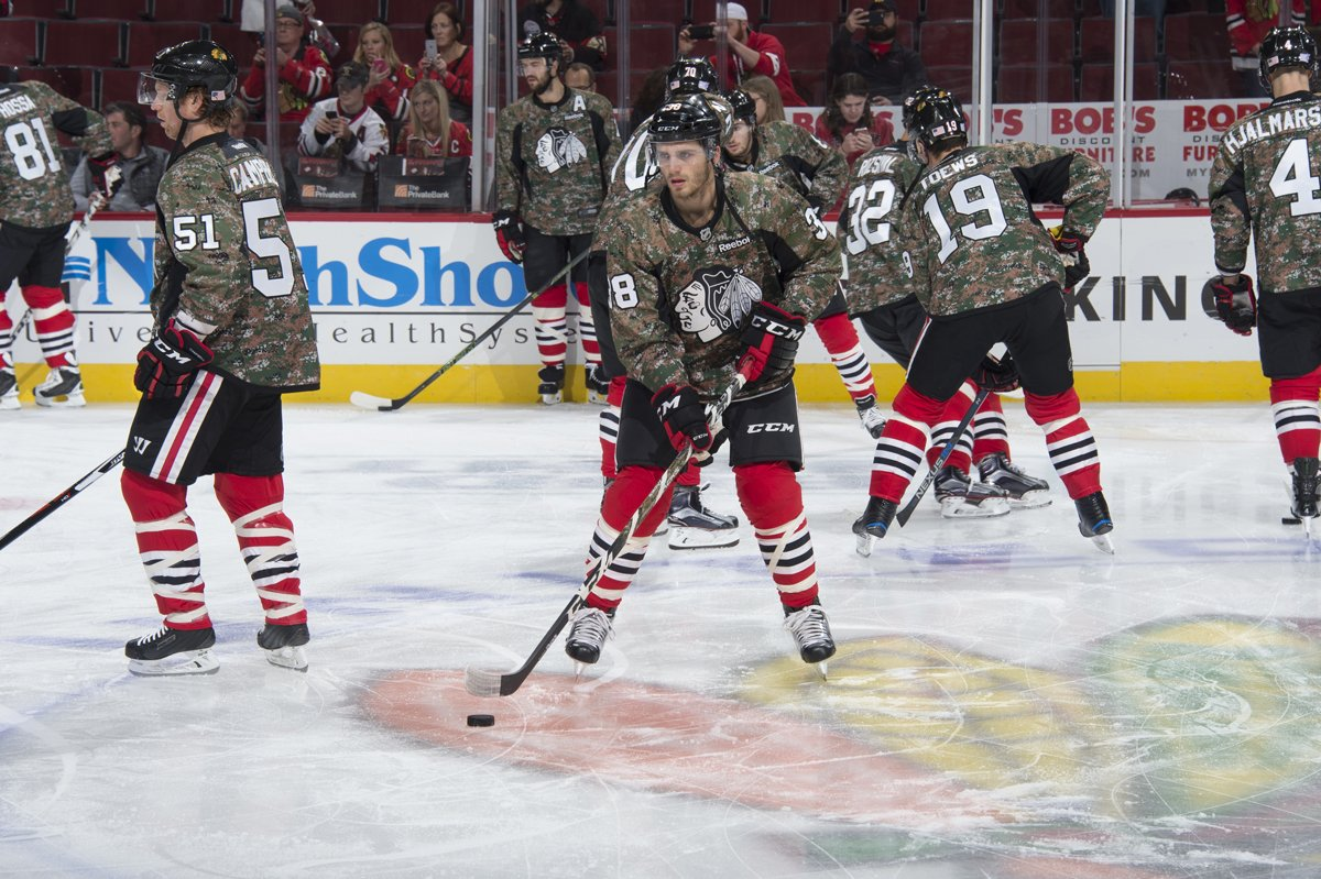 7e785539116 The @Boeing #VeteransDay camouflage jersey auction is live! All proceeds  benefit the @USO_of_Illinois. Bid now: http://onego.al/ONgl30669Wv pic. twitter.com/ ...