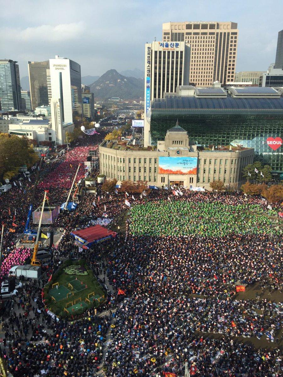 pm03:50 이 시각 광화문 앞 모습. 무한알티