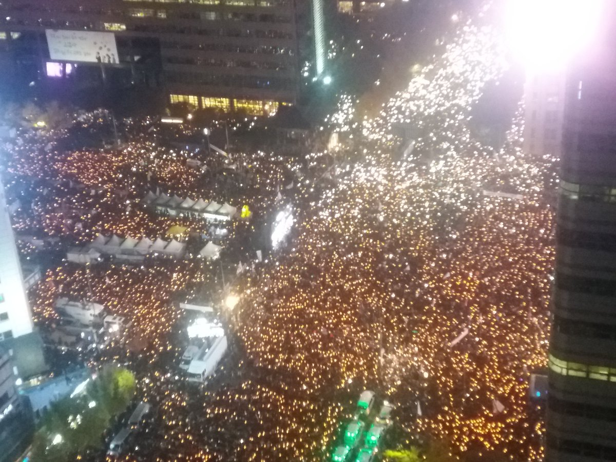 Gwanghwamun right now. This must be the biggest protest in Korea since democratisation. Huge moment https://t.co/lxsD42R2dk