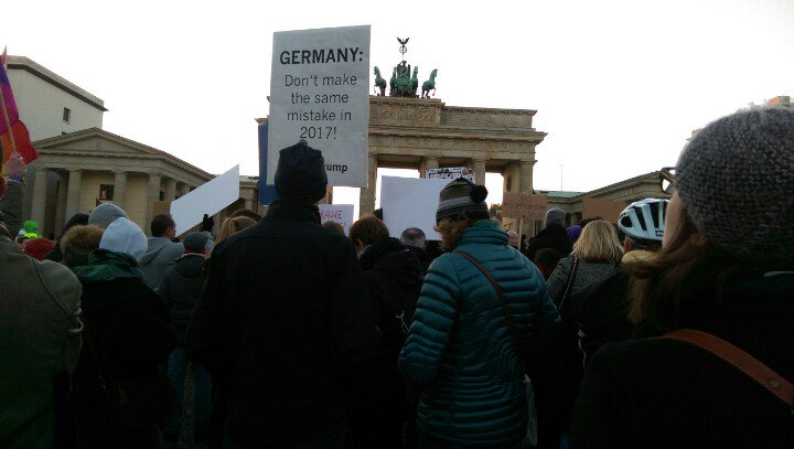 Anti-Trump rally happening right now at the Brandenberg Gate. https://t.co/1cxp6YsQhL