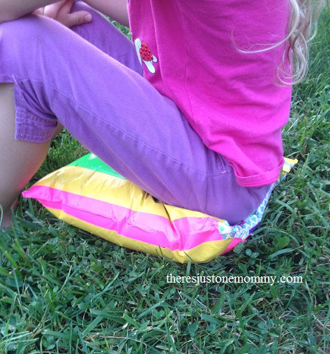 Perfect craft for Friday night football games! DIY situpon: DIY ducttapecraft