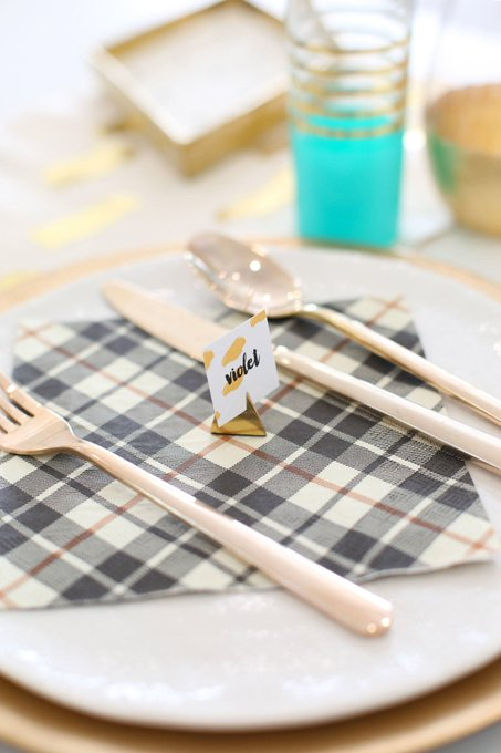 Printable place cards and tips for hosting a fun gathering: DIY Printables