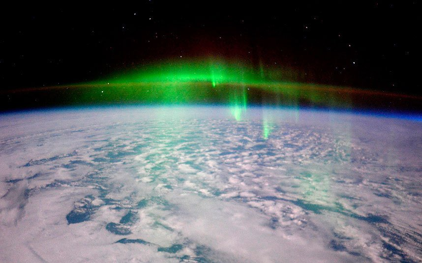 Glowing #aurora taken by British astronaut Tim Peake from the International Space Station https://t.co/A23AECbuez https://t.co/GfSjz1toF5