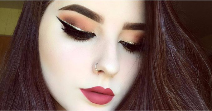 Glitter Eyeliner Is the Prettiest Way to Wear Sparkle For the Holidays Makeup Beauty