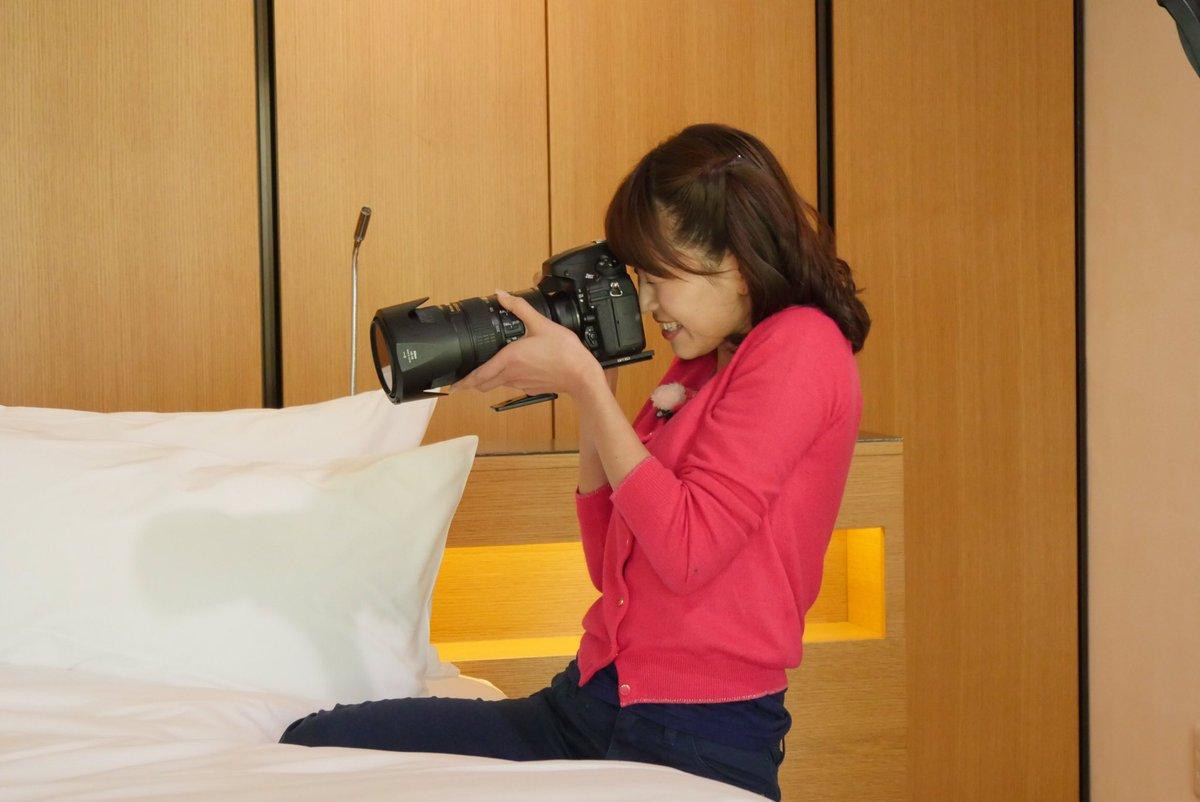 写真を撮る大家彩香