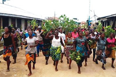 Residents of Oporoza, the traditional headquarters of Gbaramatu people on Saturday, protested massively against invasion of the village by troops.