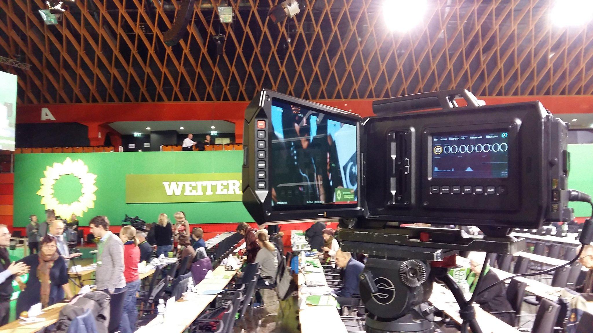 Kamera steht! Weiter geht's! Wir streamen wieder von der #bdk16 https://t.co/1ZYw9Hm7vz