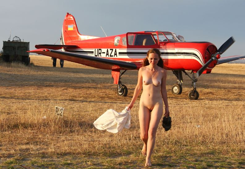 Nude women airplanes — img 4