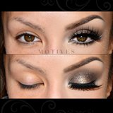 Transform your eyes with this smokey eye look this holiday season. makeup bbloggers