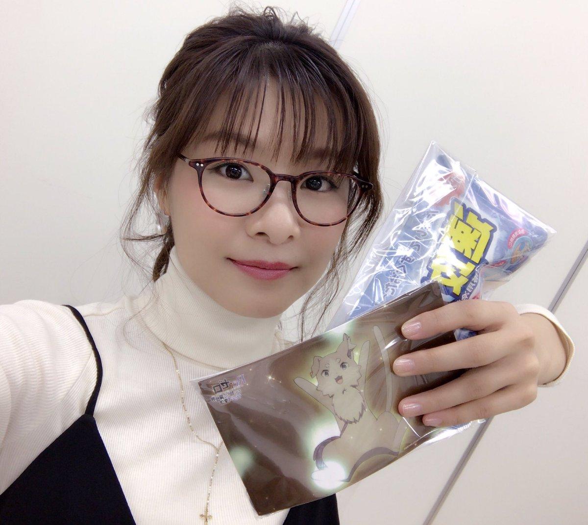 赤崎千夏 : メガネをかけた声優...