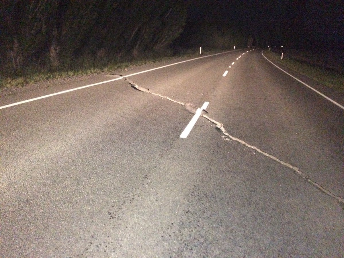 Roads getting worse the further north we go. Cracks in SH1 north of Cheviot #eqnz https://t.co/Cft9JZhdRV
