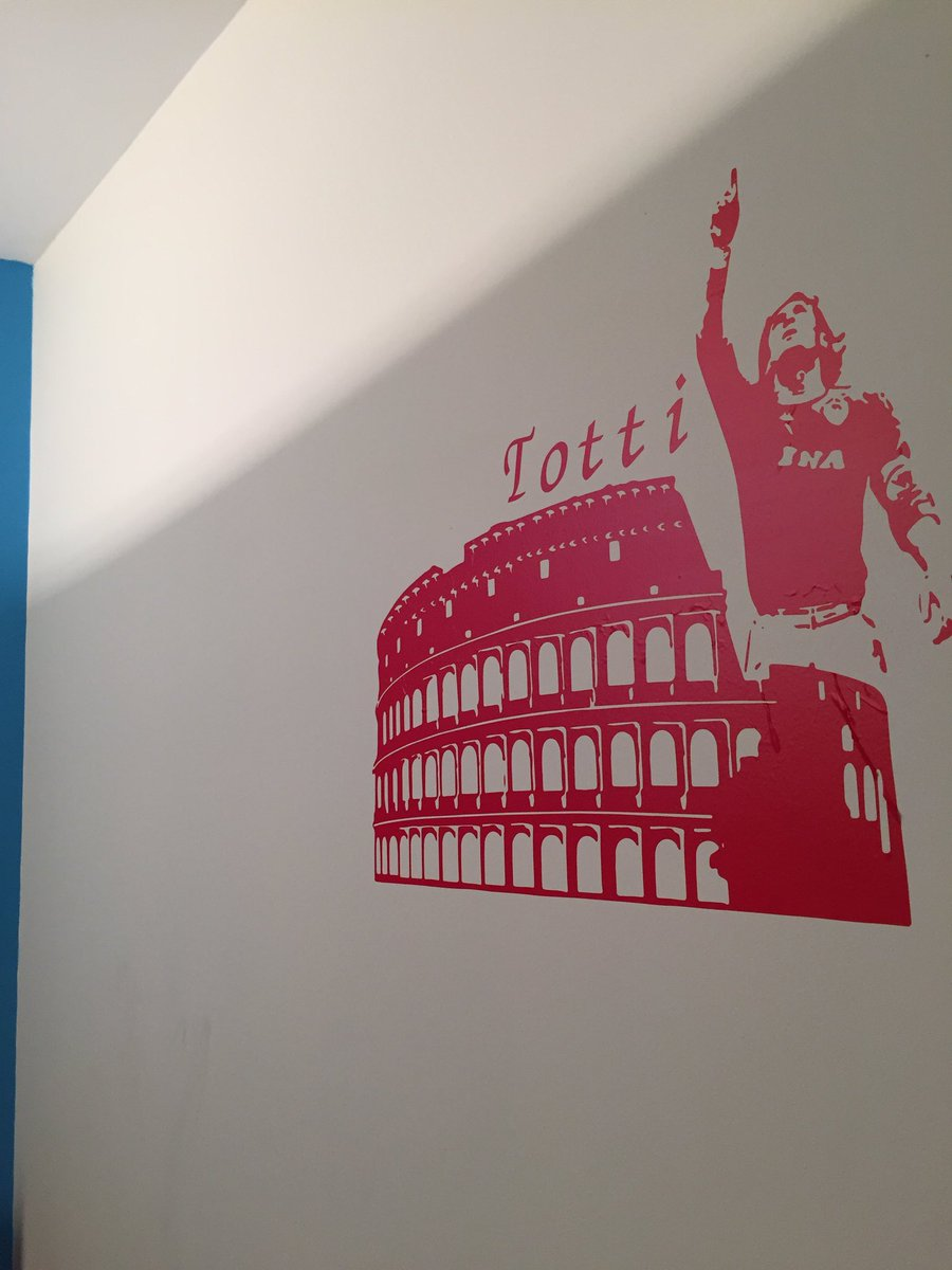 My Room new wall sticker #asroma #capitano #totti #collosseo #romapic.twitter.com/b4f5DwmuvV