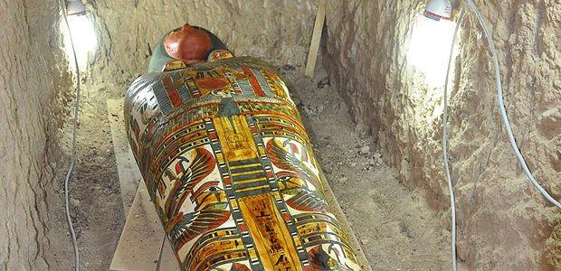 Arqueólogos espanhóis descobrem múmia intacta no Egito https://t.co/j1w2h9NXpT