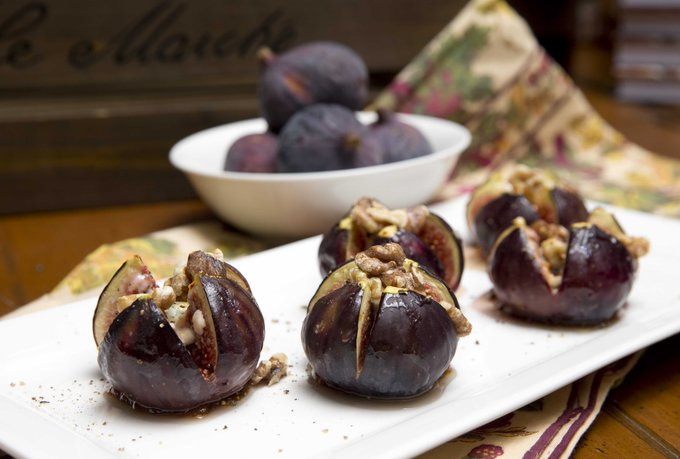 Baked Figs w Blue Cheese & Walnuts ... so yum fr jillstable