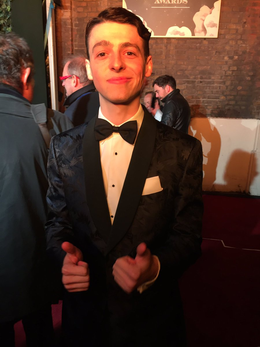 A thumbs up from Anthony Boyle @HPPlayLDN #ESTheatreAwards https://t.co/ARjpFrLWJB