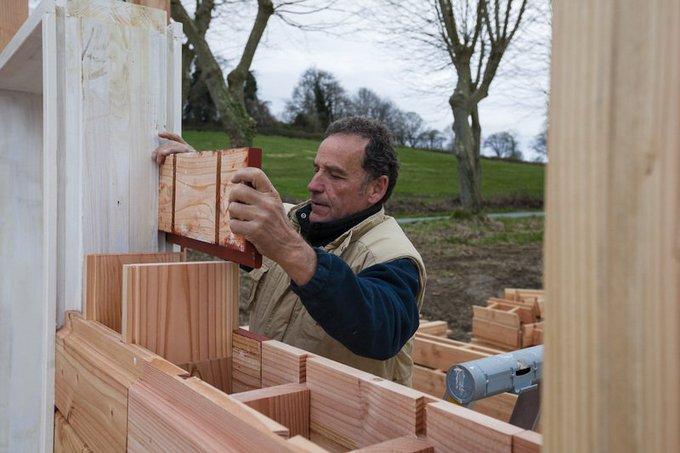 Avec ce kit DIY, on peut construire sa maison bois