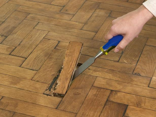 A hammer and chisel will help to remove the broken parquet that you want to fix. DIY