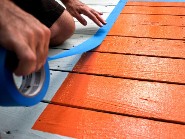 Spruce up a boring deck by painting a rug! DIY