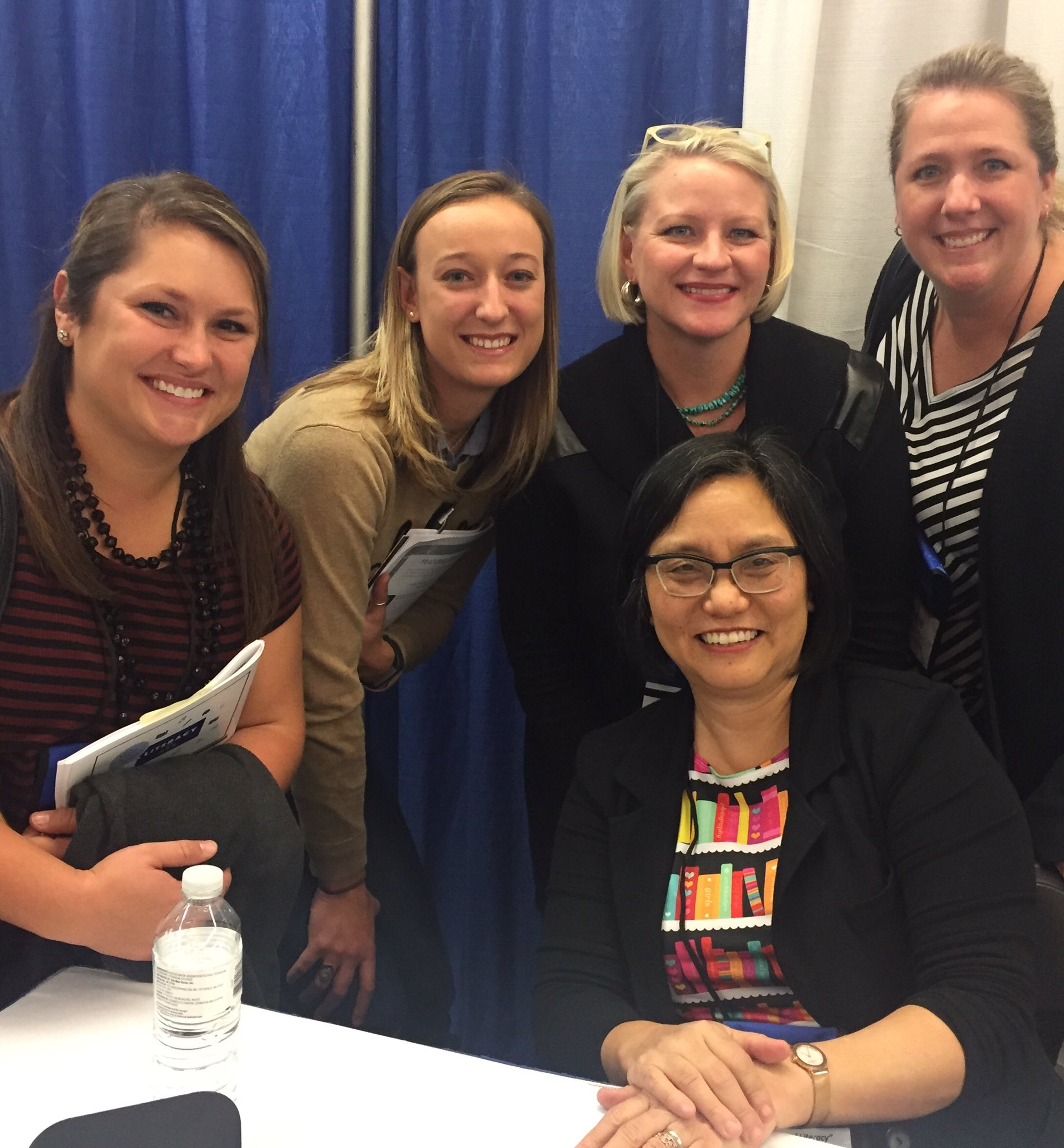 We got to meet Linda Sue Park today! #ALongWalkToWater #NYSRA2016 @MadameDrees @BuffettLibrary @ReadingRitchie https://t.co/0YEcu18Blt