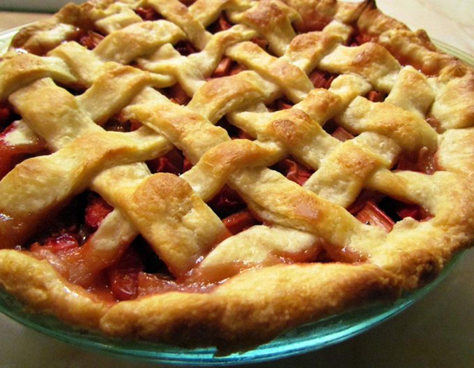 Chef Houses Backyard Rhubarb Pie ://