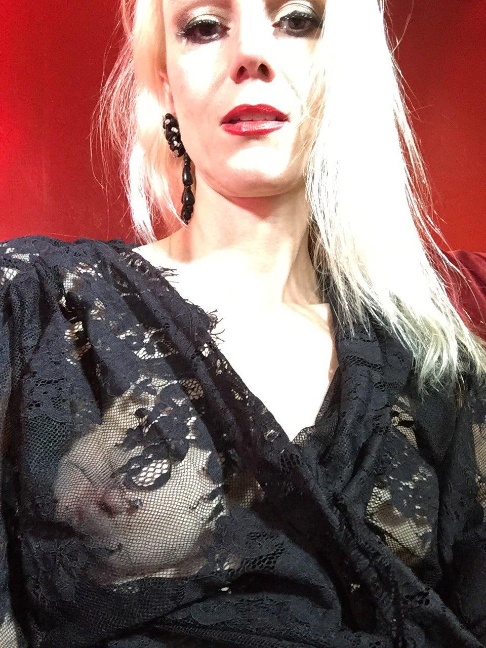 Karin von Kroft 💋 on Twitter: Good night😘#robe #mistress
