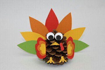 Cute Thanksgiving decorating ideas - via Scholastic Thanksgiving family crafts