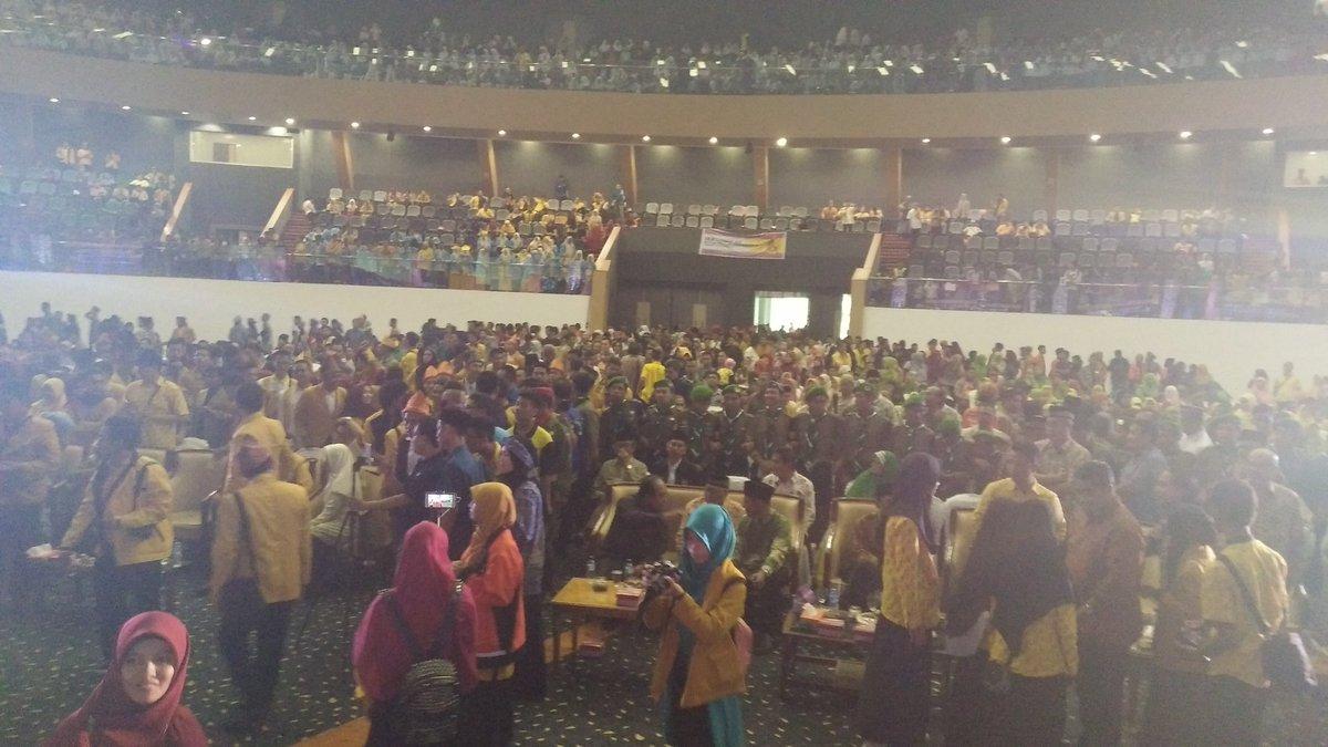 Ribuan kader IPM turun untuk menyaksikan langsung @FatinSL ~ #LatePost #Muktamar20IPM https://t.co/FRLxKADuQC