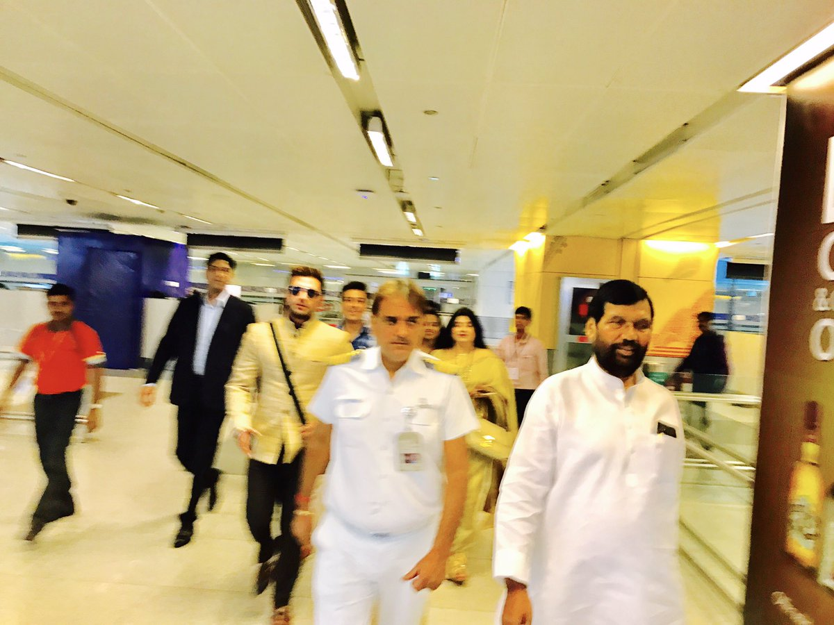 Ram Vilas Paswan On Twitter Photo Of Welcome To Chirag Paswan At Delhi Airport After Return From Usa