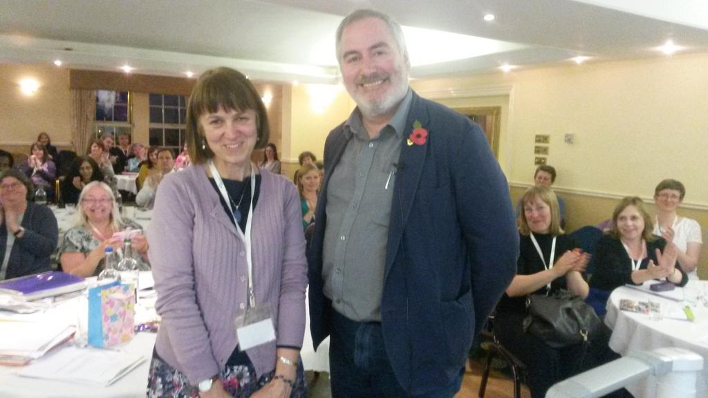 The end of another amazing #ascelconf16 and @chrisriddell50 helps us thank outgoing @ASCELUK chair @sarahmears10 🌟🌟🌟 https://t.co/zJlrYF5aAP