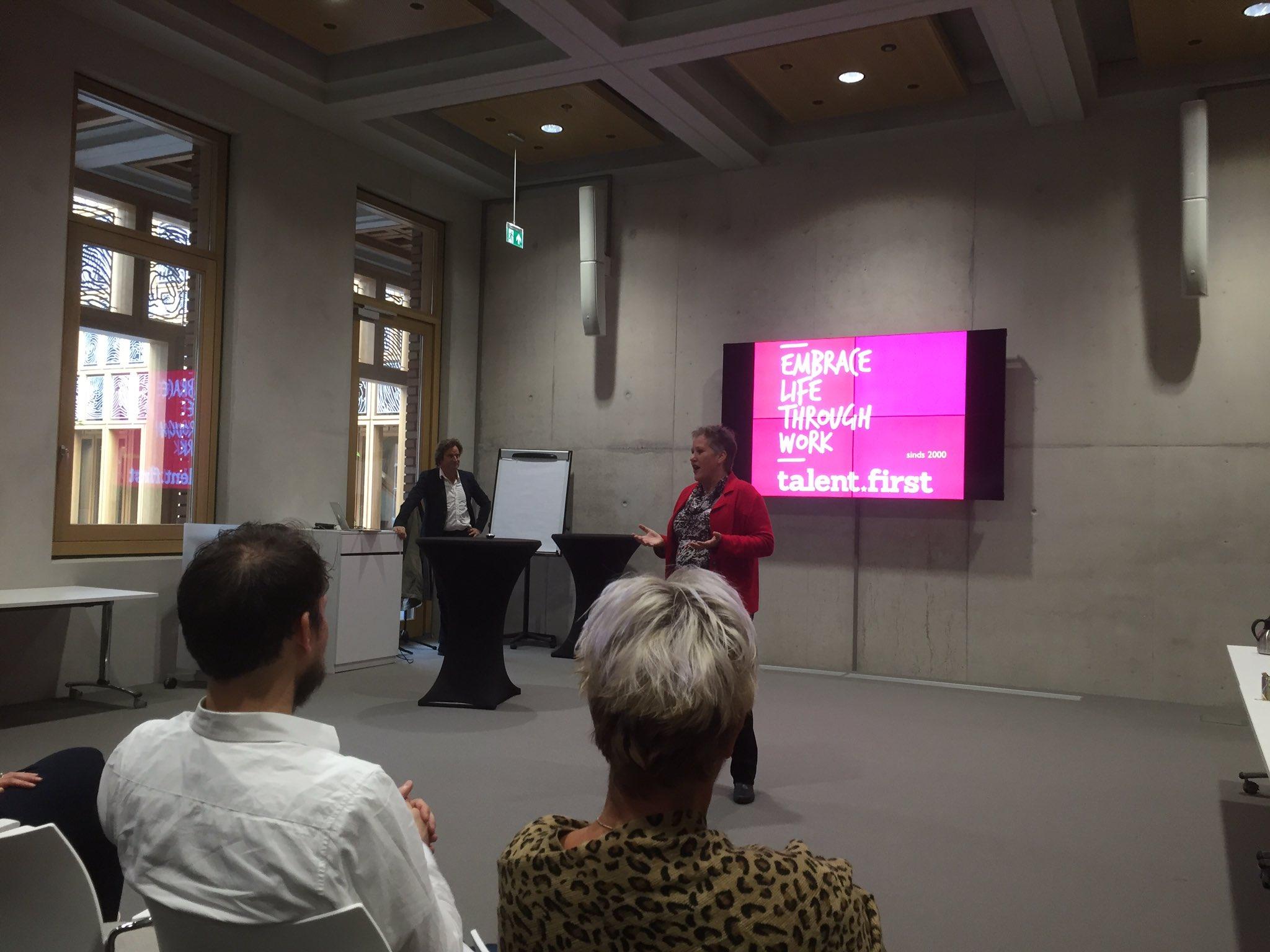 Energieke start van de Meester in je Werk-week bij @DeventerGem met een lezing van Huub van Zwieten #MijW @AenOGemeenten https://t.co/6gKyExSNT6