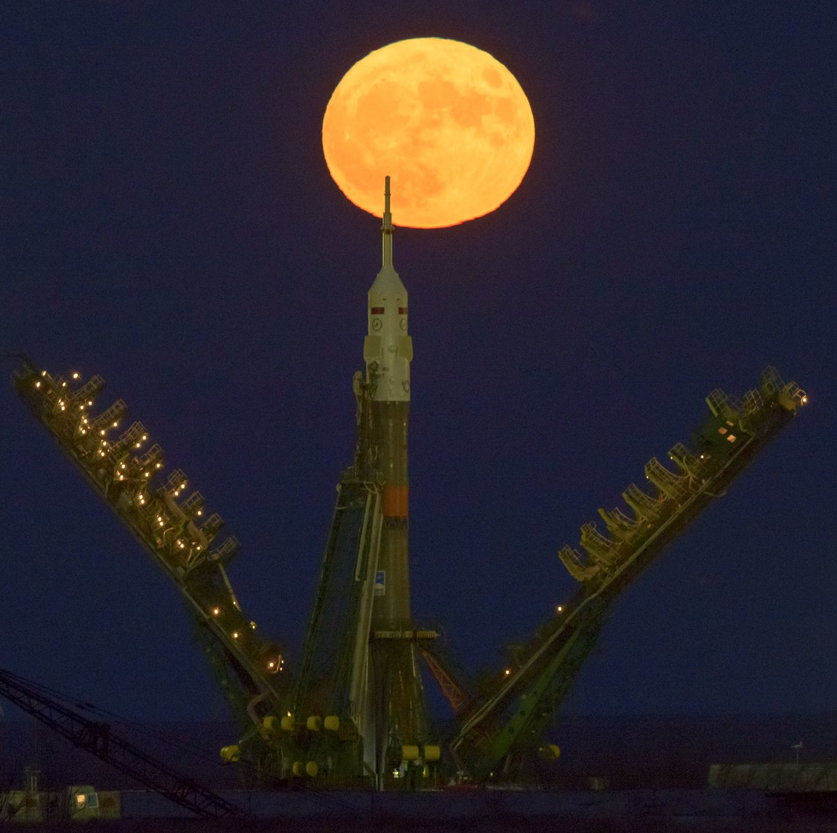 23 spectacular photos of the largest supermoon in 70 years
