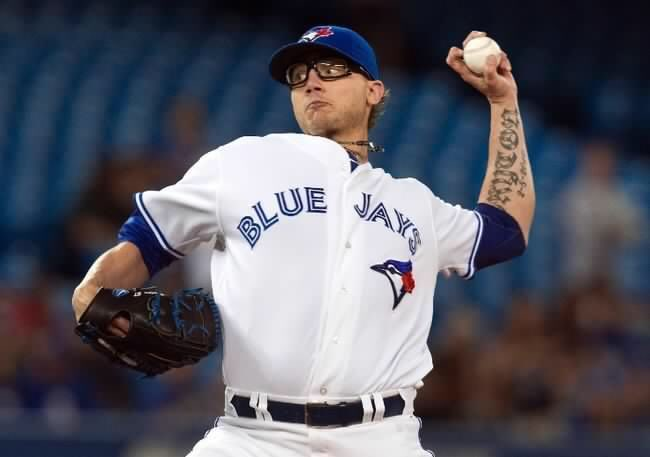 The Blue Jays have offered pitcher Brett Cecil a 3 year deal! RT if you want to see him stay in Toronto!! https://t.co/ugBrOonxRb
