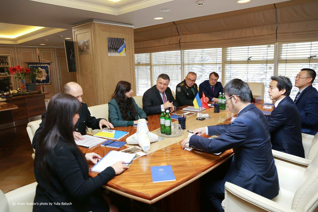Аваков зібрався вчитися наведенню порядку у китайців - фото 2
