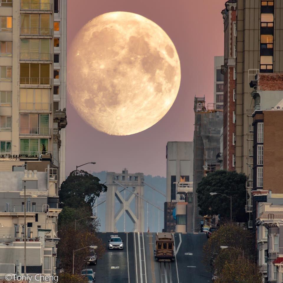 люди фото гигантской луны может