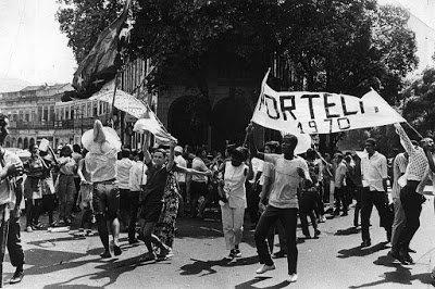 Componentes da Portela comemorando o carnaval de 1970. https://t.co/VkNq534uzx