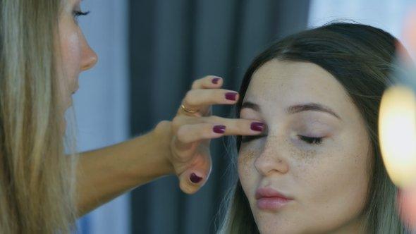 Beautiful Girl Doing Makeup - Applying Attractive Beauty CameraMotor Caucasian Face