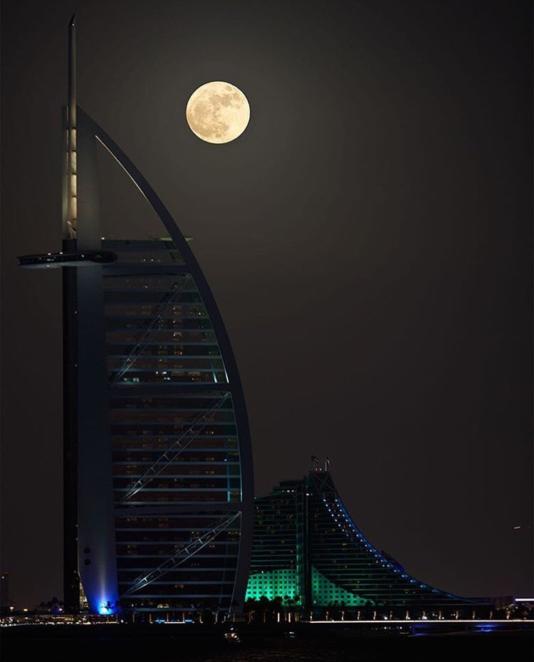 Supermoon @BurjAlArab #LastNight #Dubai Thank you @faz3 @dubaifilm https://t.co/LeS4699qtd