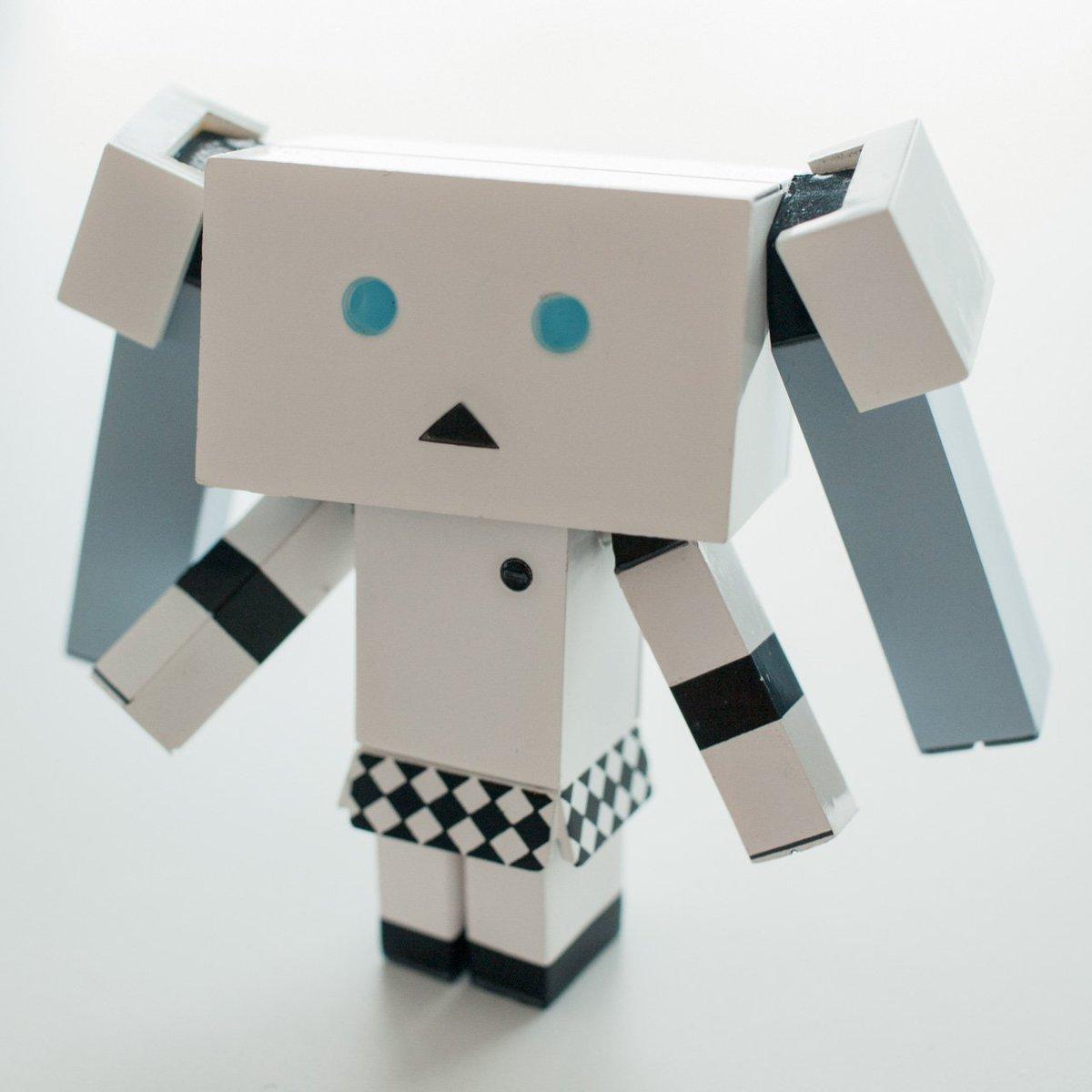 以前デザインした、モノクロームダンボーが届いた。おさげが磁石着脱なので色々遊んでる。store428d.com/fs/ydso/db_mmd pic.twitter.com/IdhWBUFli2