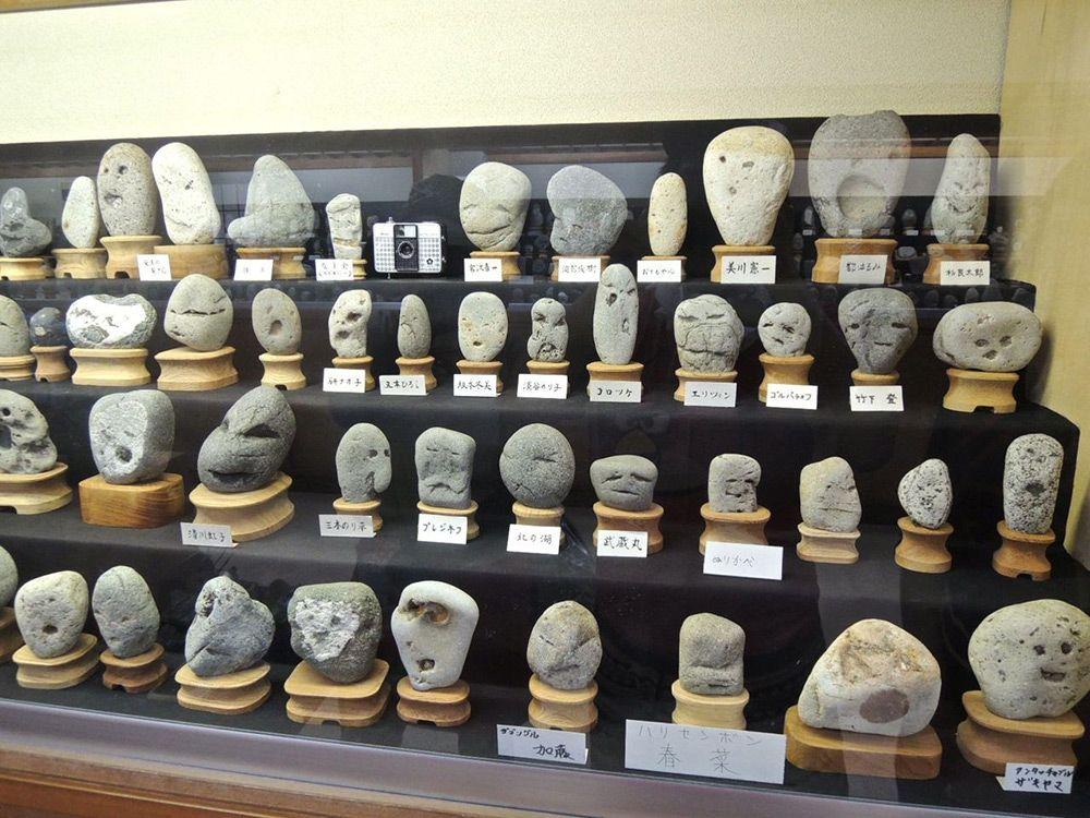 Le musée japonais des pierres qui ressemblent à des visages https://t.co/n5khmEXbsu https://t.co/5dFAINaohn