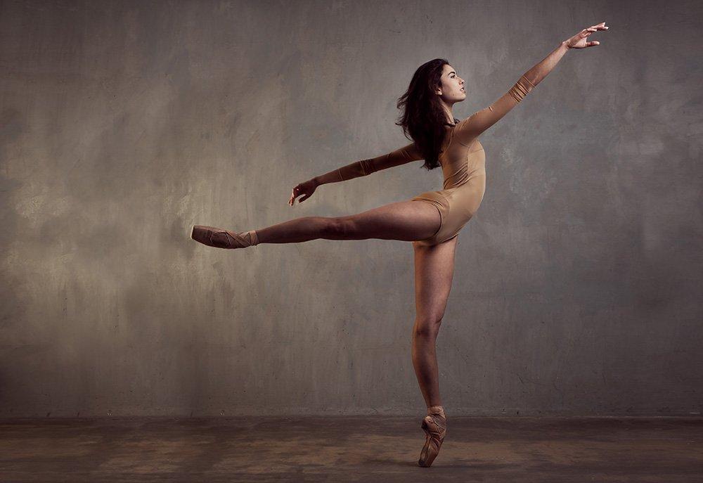 Трахнул красивую танцовщицу видео
