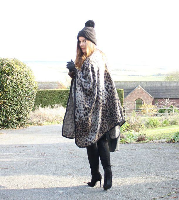Obsessed with this sainsburys cape fashionblogger ootd