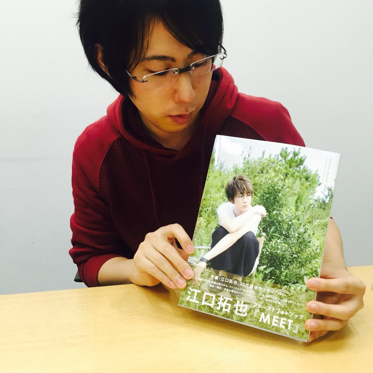 江口ぱいせんの写真集いただきました!!すっっごくいいです…..ほんとに….。11/19リリースです!