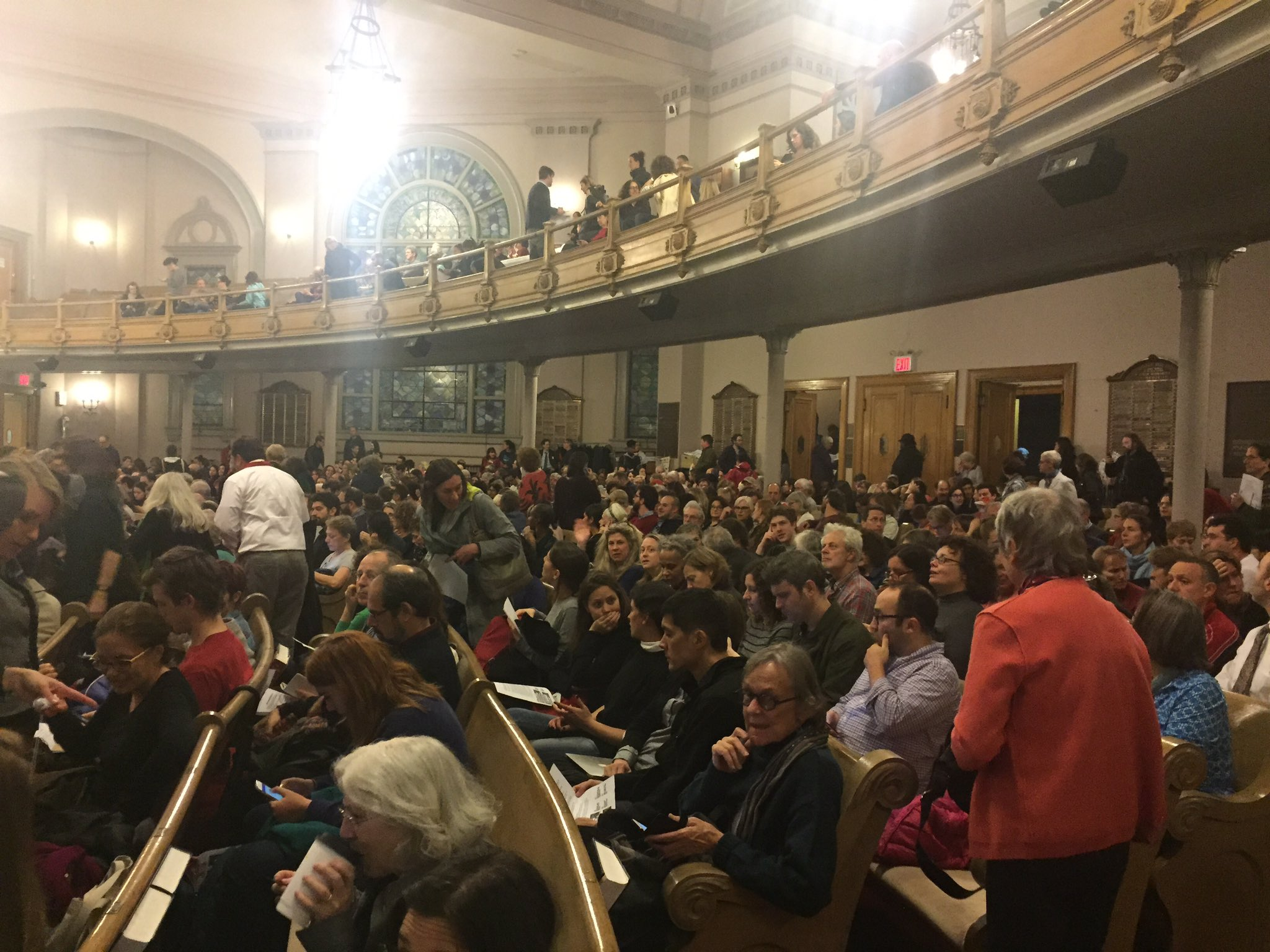 Huge crowd for #GetOrganizedBK. We're suiting up to #ResistTrump and defend core American values together. https://t.co/vpJ2bDhWR5