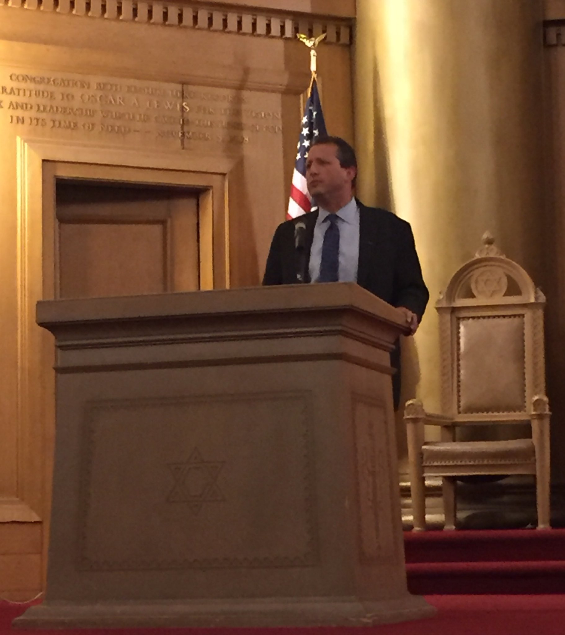 """We know it's American to welcome immigrants and refugees."" Thank you @bradlander for bringing your community together to #GetOrganizedBK. https://t.co/94uAIDXKGQ"