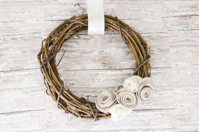 Quick & Easy Fall Wreath - making it in the mountains falldecor diy craft