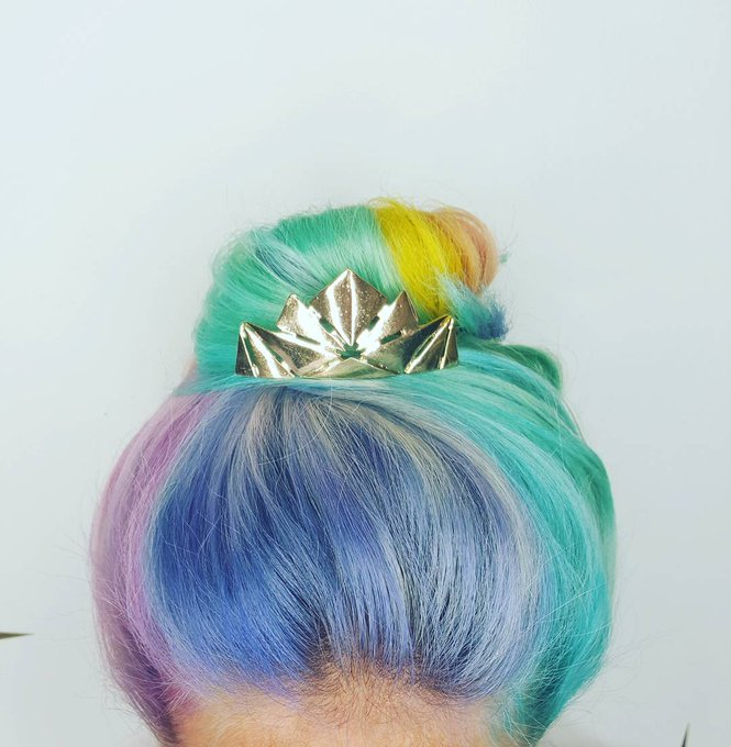 This candy-colored top knot looks yummy enough to eat! beauty beautytips hair